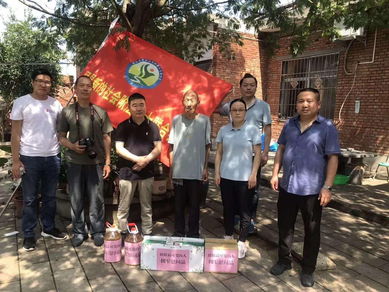 八一建军节,河南省唐河县新联会看望慰问抗...