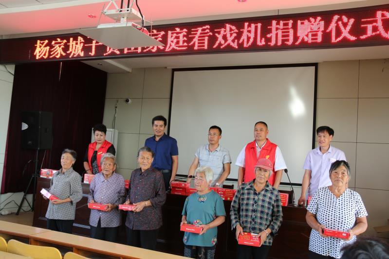 装修装饰商会到马站杨城子社区开展困难群众走访活动